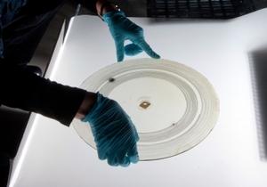 Стеклянные диски Белла в процессе оцифровки
